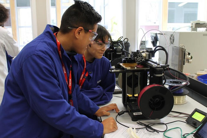 boys high students 3d printing
